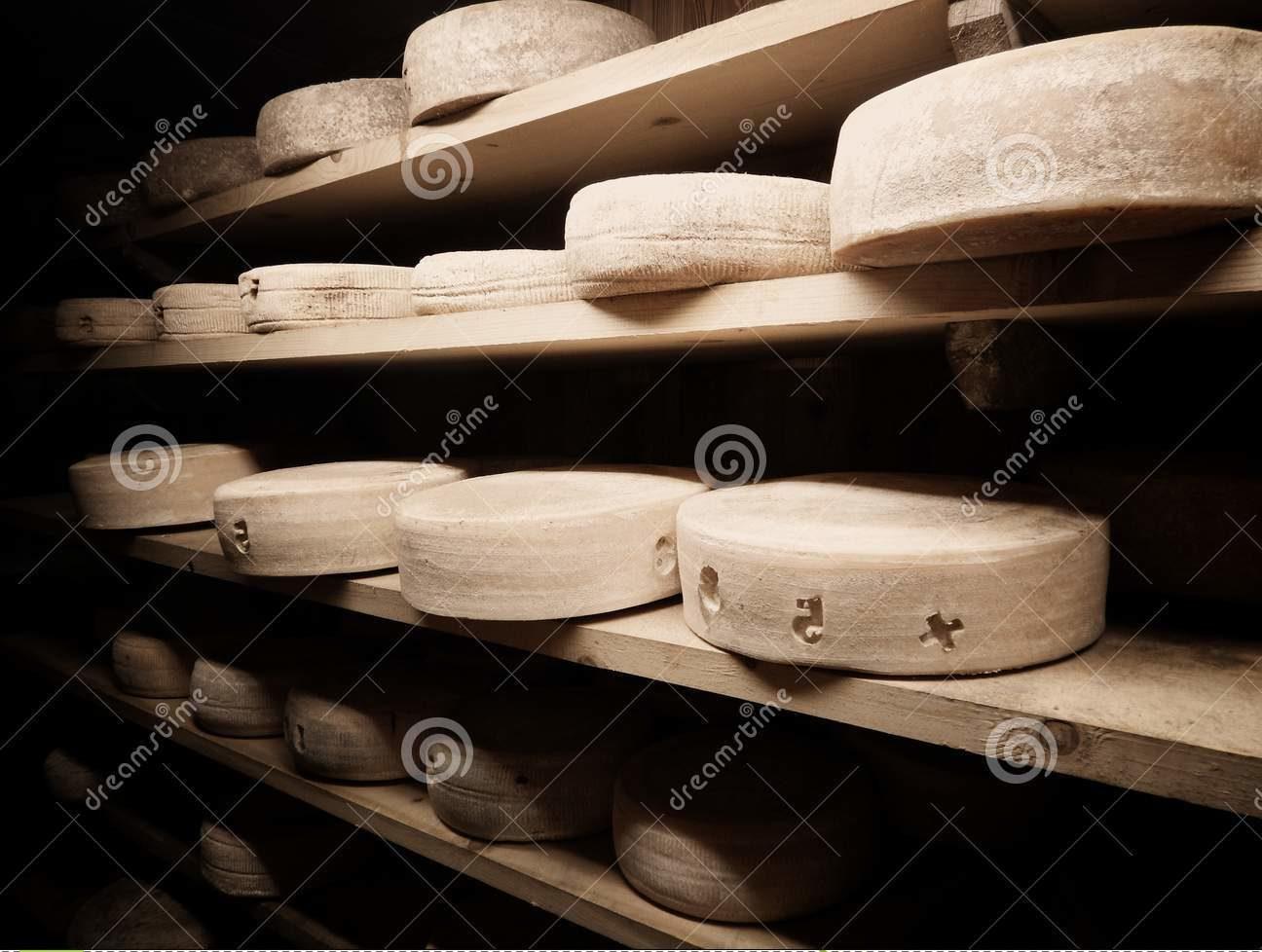 ξύλινα ράφια ωρίμανση τυριών